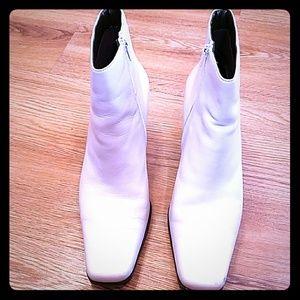 White Mountain Winter White Leather Boots